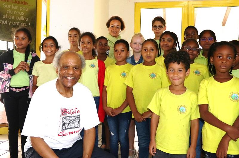 Illo Humphrey et les élèves